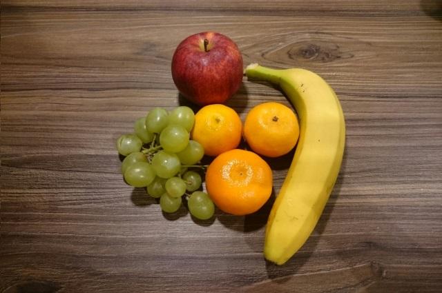 Mandarinen und Trauben mit Apfel+Banane